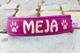 Meja- Lila skinn med silver text. Halsbandets bredd 4 cm. Välj variant, storlek & symboler nedan.