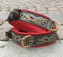 Rött skinn / Vackra Keltiska Hundar i guld & silver på svart bakgrund Totalbredd 4 - 4,5 cm