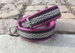 Lila skinn / Keltisk SMALT band med silver fläta  på svart botten Totalbredd 2 cm