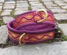 Lila skinn / Lila våg med guld mönster på rosa botten. Totalbredd 3 cm