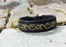 Svart skinn / Gullranka i guld med svart bakgrund Totalbredd 2 cm