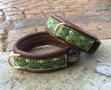 Brunt skinn / Alviskt Grönt med guld detaljer. Totalbredd 3 cm