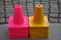 Koner i 4 olika färger används till RUTAN klas 2 & 3. Även Rallylydnaden.