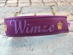 """Vimse- Lila skinn med ljuslila text """"ton i ton"""". Halsbandets bredd 4 cm.Välj variant, storlek & symboler nedan."""