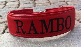 Rambo-Rött skinn med svart text. Halsbandets bredd 4 cm. Välj variant, storlek, bredd och symboler i meny:n.
