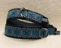 NYHET! Ringblomma med 2 läcker blå nyanser & silver dekor. Bredd 4 cm