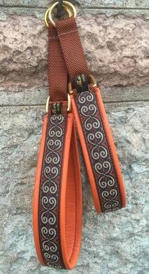 Brun creme keltisk kringla / Orange skinn. Totalbredd 3 cm