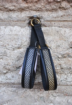 Keltisk smal Silver eller Guld fläta,bredd band 1;5 cm Total bredd 2 cm.  Välj färg i listan