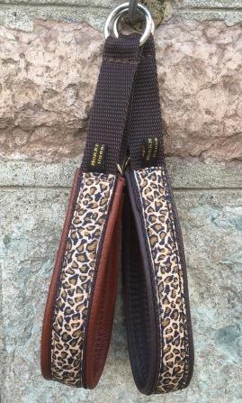 Leopard ljust eller mörkt brunt skinn. Totalbredd 3 cm.