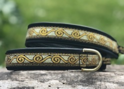 Läckert vikingamönster svirvel i guld & Koppar Bredd 2,5 cm totalt 3 cm.