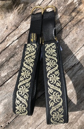 Renesansmönster guld på svart. Bredd 3 cm Totalt 4 cm.