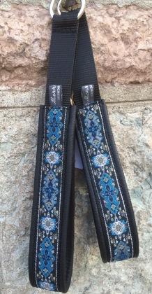 Svart skinn- Olika blåa nyanser med silver inslag, 212 Totalbredd ca 4 cm