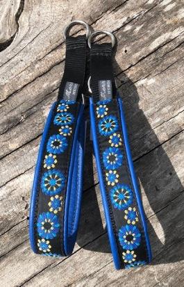 NYHET! sommar blå & gul blomma 400  i Retro stil. Total bredd 3 cm