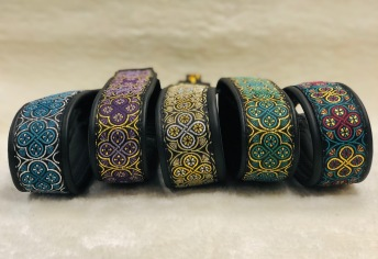 Våra otroligt snygga Ringblomma band, relativt nya, kommer snart med fler färger på dessa läckra halsband
