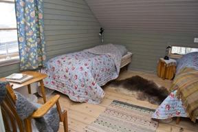 Lilla sovrummet för två personer på övervåningen.