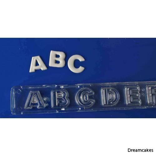 bokstäver till tårta, sockerbokstäver, bokstäver av marsipan, utstickare till tårta, tårtdekorationer bokstäver