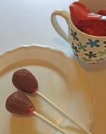 Cake pops på pinne innan de doppats i chokladen