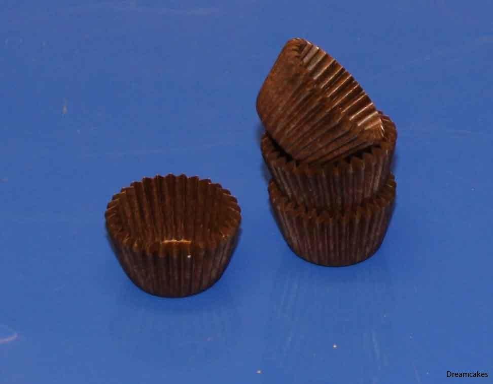 Pralinform i brunt, fina chokladformar