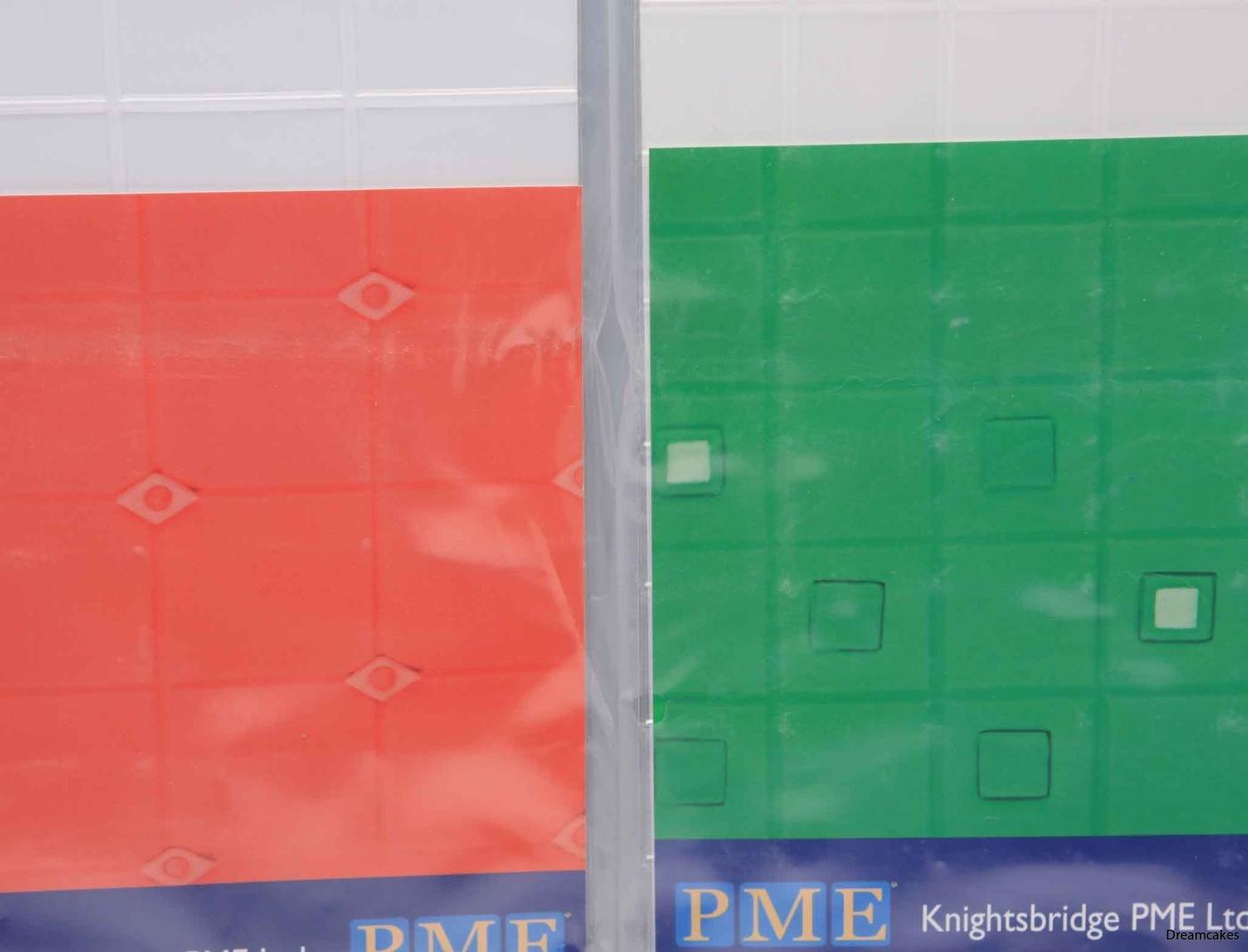 kvadratmönster till tårta, mönstermatta med kvadrater, tårta med kvadrater, fyrkanter till tårta och cupakes