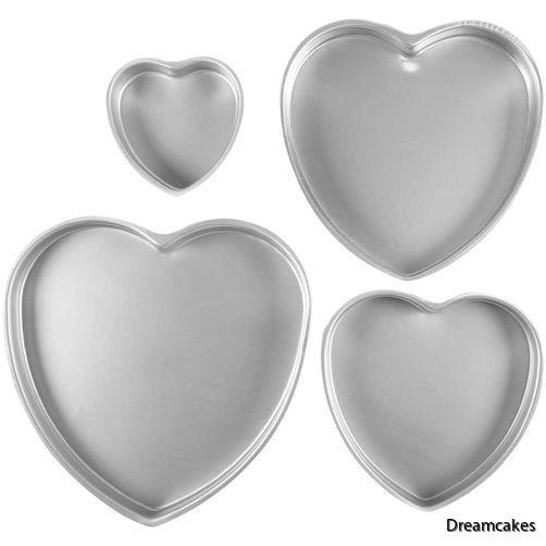 Baka vackra hjärtformade tårtor med dessa enkla bakformar för tårtor
