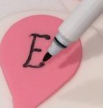 Ballong av socker, doptårta, livsmedelspenna, penna med ätbart bläck, karamellfärg, livsmedelsfärg, ätbar tuschpenna
