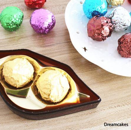Färgat omslag för godis och chokladpraliner