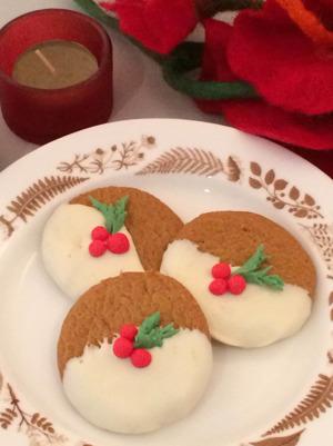 julkaka, juliga småkakor, chokladdoppade kakor, choklad, järnek, järneksdekorationer, tårtdekorationer till jul