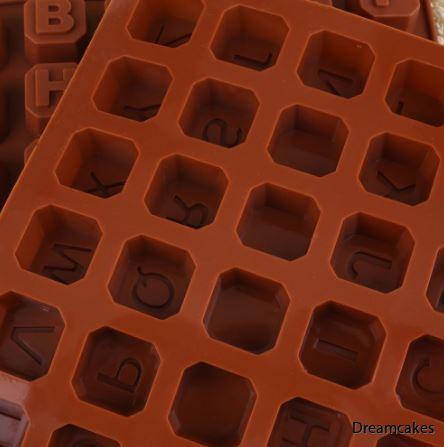 bokstavsklossar för doptårta, klossar till tårta, silikonform för bokstäver, tårtdekorationer, chokladform, doptårta, namngivningstårta