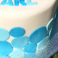 doptårta, cirklar på tårta, prickig tårtdekoration