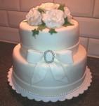 Närbild av de två översta våningarna på tårtan ovan.