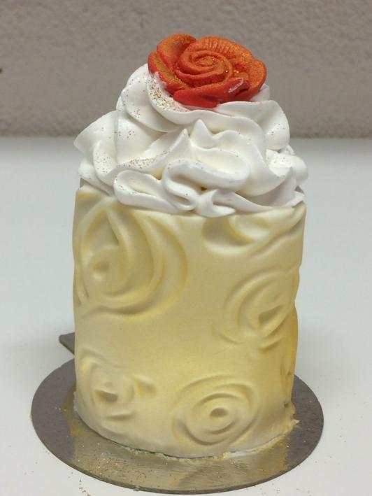bakelse för bröllopet, minitårta, portionstårta, bakelse, förlovningsbakelse, dessert