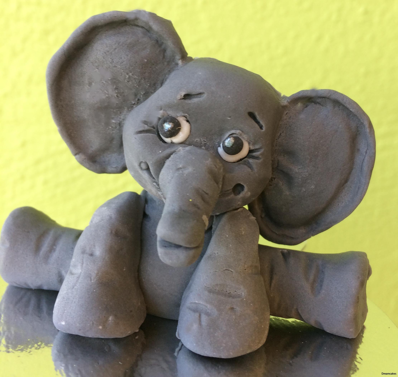 elefant för doptårta eller barnkalas. Görs i sockerapasta, fondant eller marsipan.