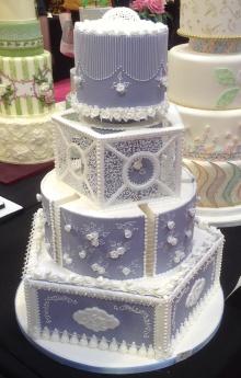 Tårtkurs lär er spritsa vackra mönster på tårta