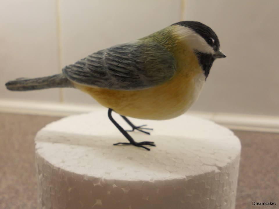 Tårtdekoration fågel i 3-d av sockerpasta för att ställa på tårtan