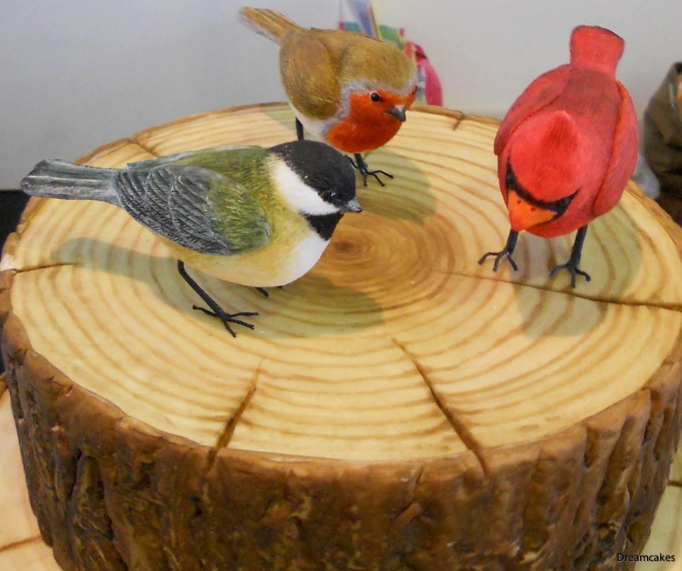 Vackra fåglar av socker att ställa på tårtan