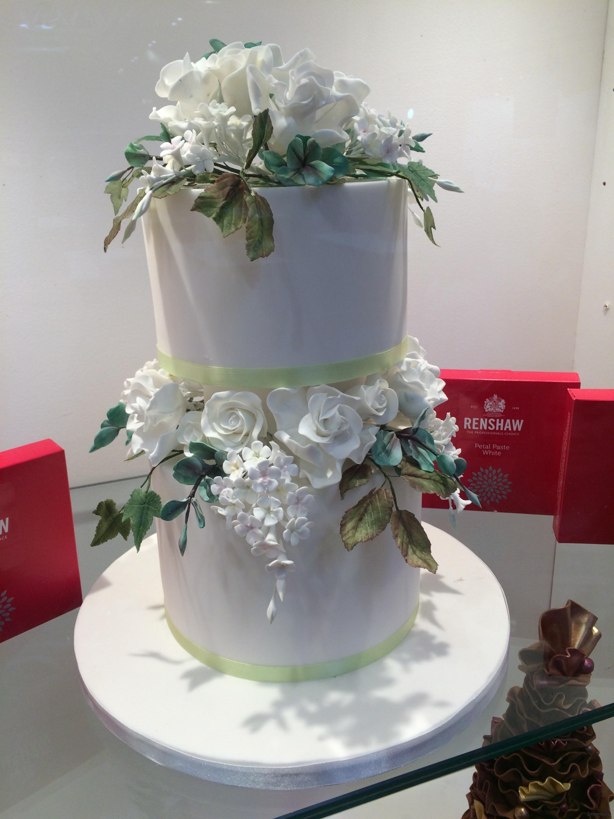 Flowerpaste använd för tårtdekorationer som vackra sockerblommor/sugarflowers