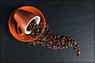 Stark espresso smaksätter denna kräm som kan användas till tårtfyllning eller topping på muffins