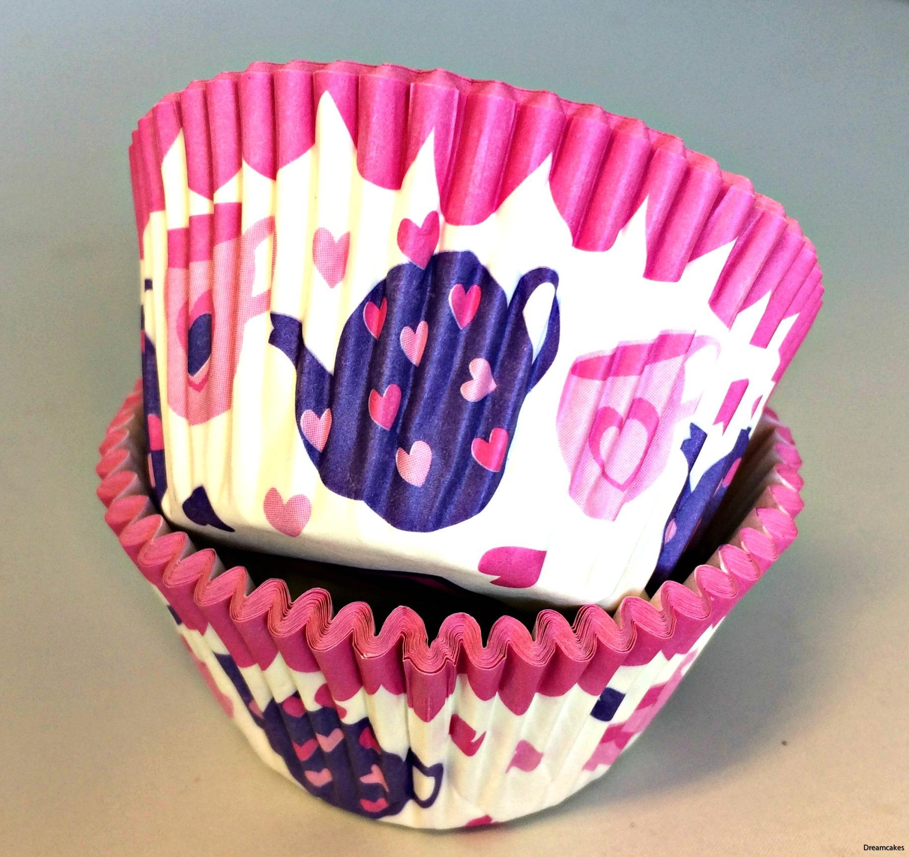 Söt muffinsform perfekt för ditt afternoon tea med tryckt mönster av tekannor och tekoppar