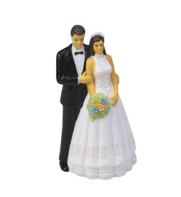 Wedding couple with flowers