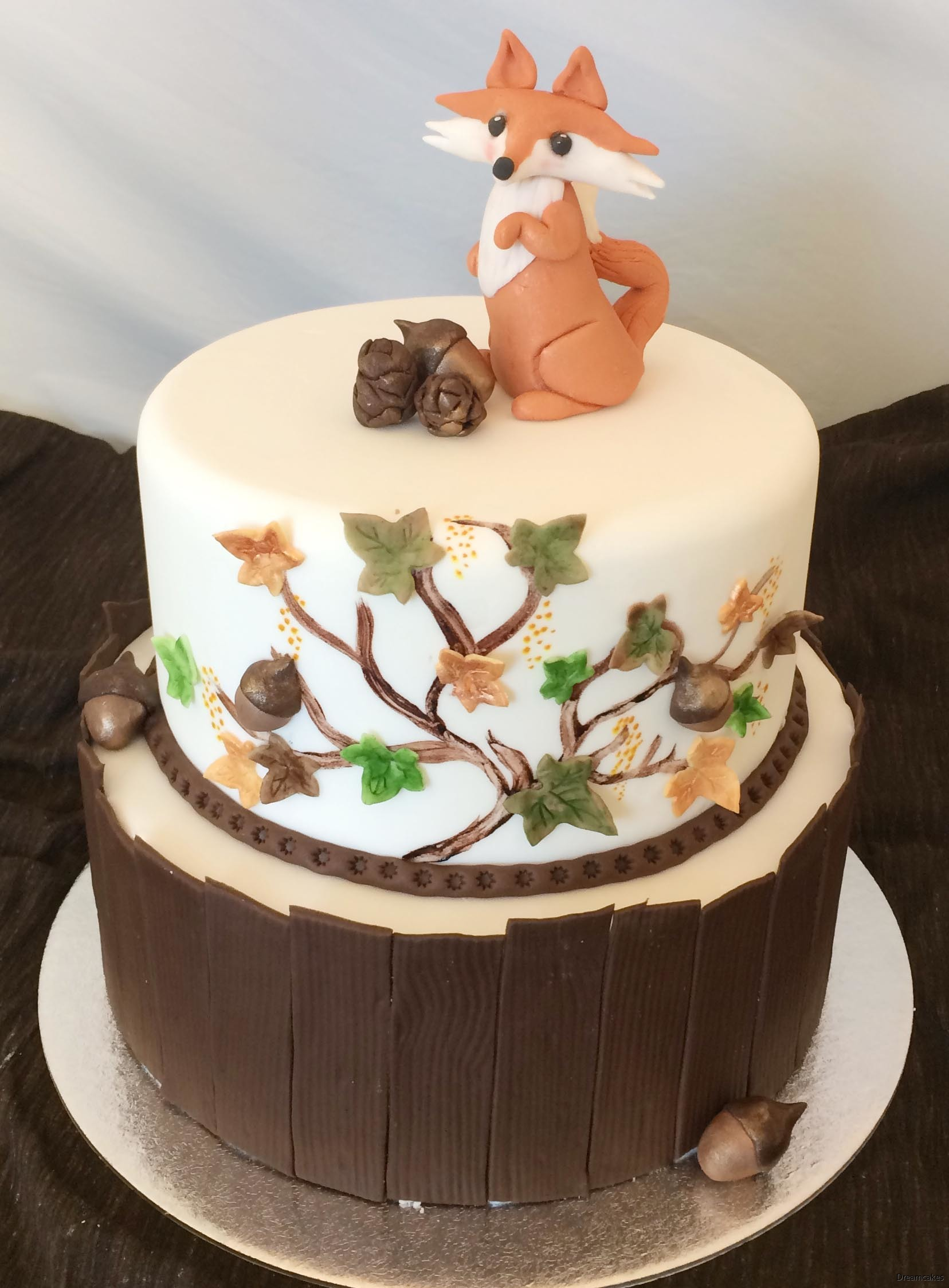Gör vackert trämönster runt tårtan av denna enkla mönstermatta