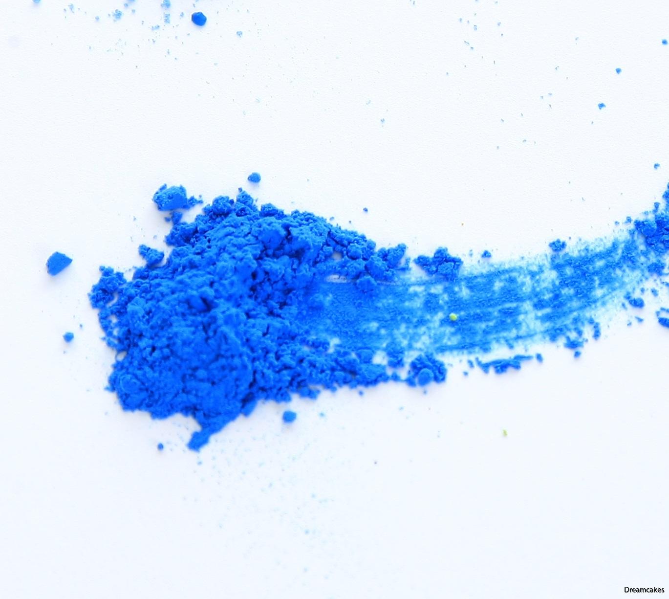 Härligt blå färg för pulverborstning av sugarflowers/sockerblommor och infärgning av choklad