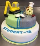 Två studenter på samma gång! En grävmaskinist och en kock. Detaljer i sockerpasta med CMC, tårta fylld med blåbär- och citronmousse, klädd med sockerpasta.
