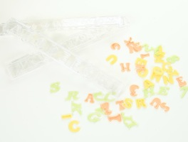 Gör snygga bokstäver på tårtan med bokstavsutstickare