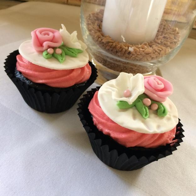 Mjölkfria cupcakes med smultronfyllning är smaskens för allergikern!
