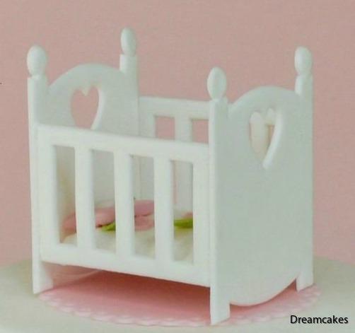 Gör en söt säng till doptårtan eller namngivningstårtan