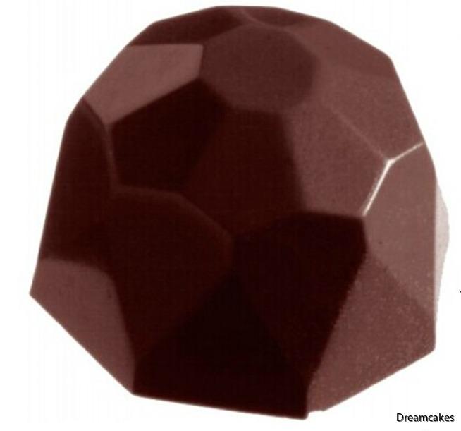 Gör egna läckra chokladpraliner i diamantform med denna enkla chokladform