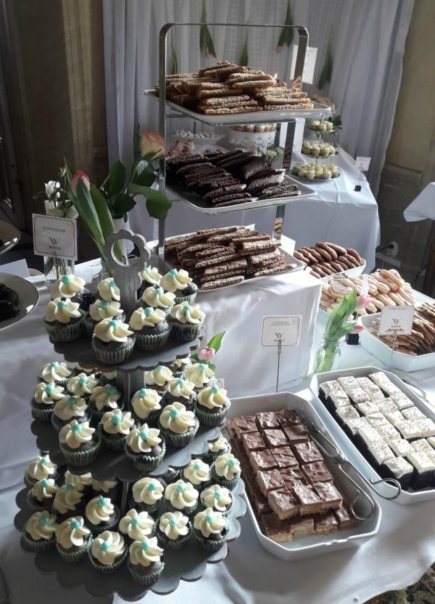 Blåbärscupcakes, slottskaka och stautkaka...