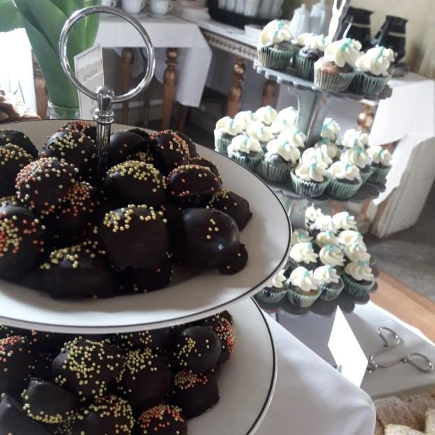 Punschisar och minicupcakes
