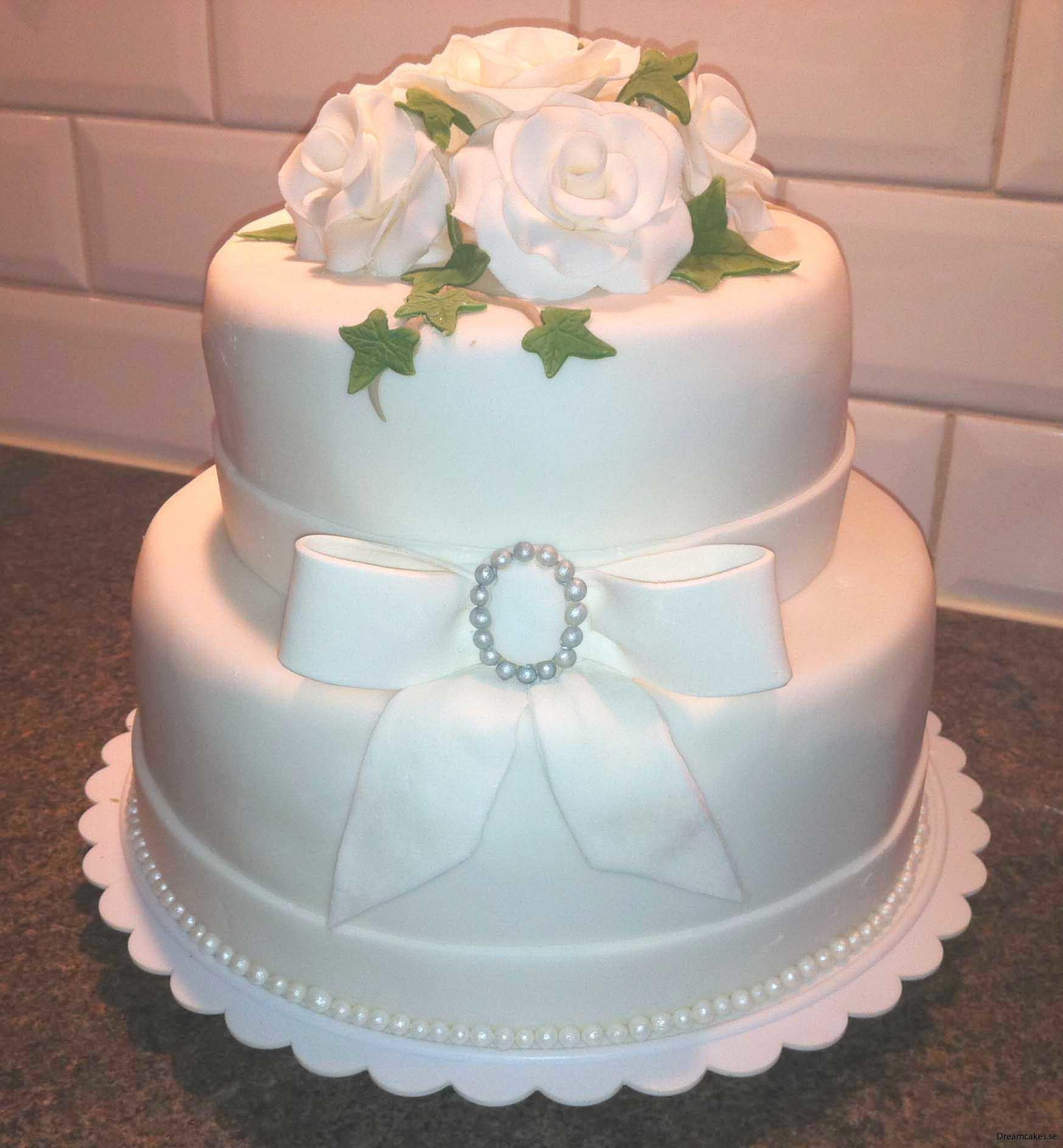Vit sockerpasta/fondant till tårttäcke på bröllopstårta och festtårta