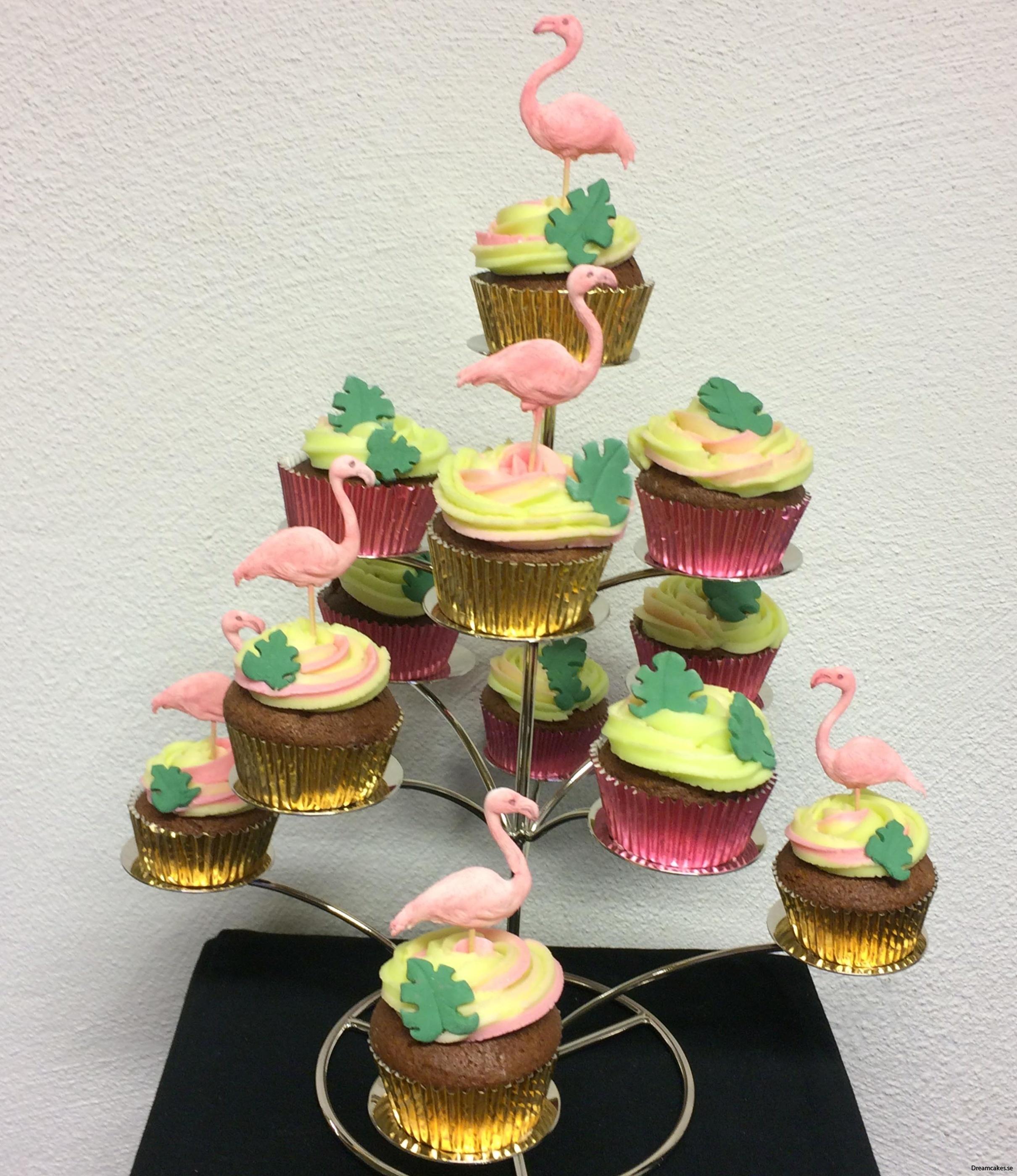 Flamingos på muffins av sockerpasta/fondant och marsipan